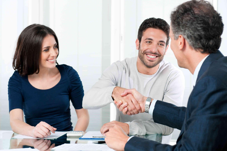 How to Set Yourself Apart as a Real Estate Agent