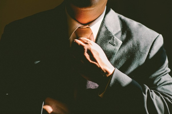 Good Tie Etiquette: The 5 Dos and Don'ts of Wearing a Tie
