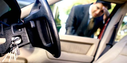 How Can A 24-hour Vehicle Locksmith Resolve Lockouts?