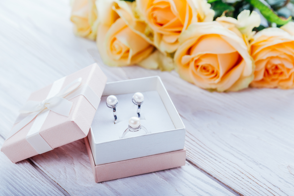 4 Tips to Pick a Piece of Jewelry as a Gift